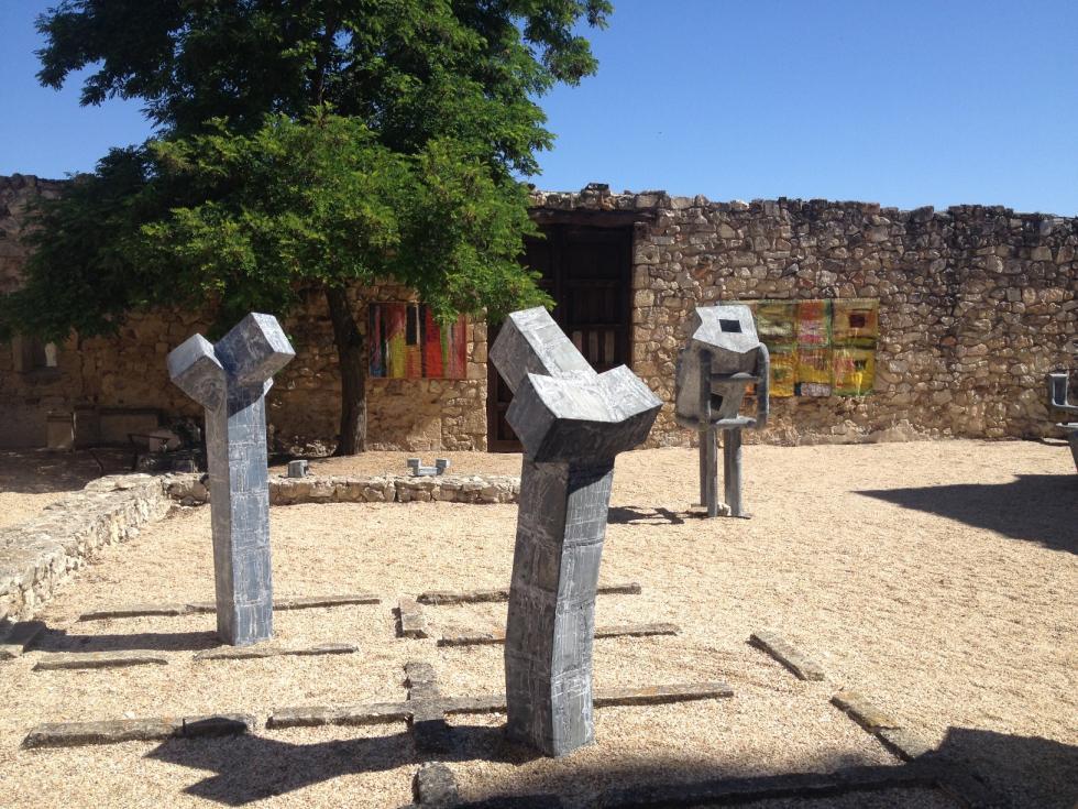trois-artistes-du-pays-basque-a-pedraza-en-castille